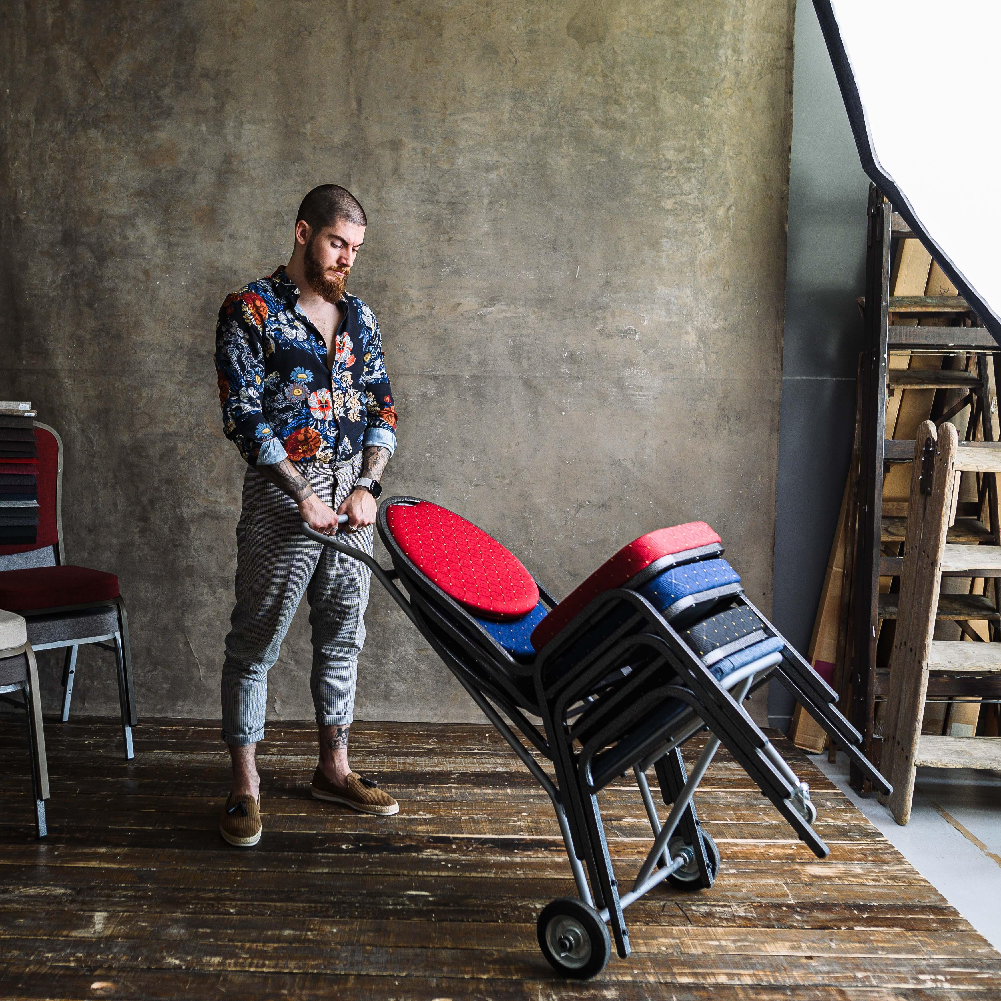Bankett székeink és összecsukható asztalaink eredete...